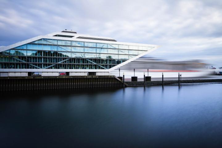 Dockland Hamburg mit Kreuzfahrtschiff #7 | Kai-Uwe Klauss Architecturephotography