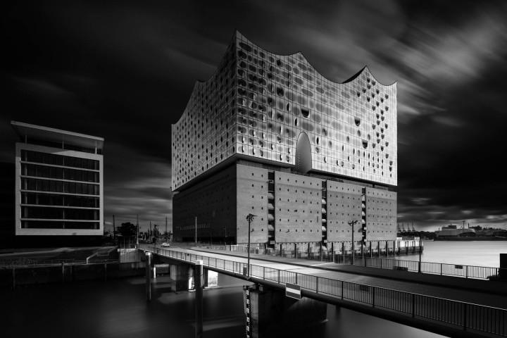 Elbphilharmonie, Black Sky | Kai-Uwe Klauss Architecturephotography