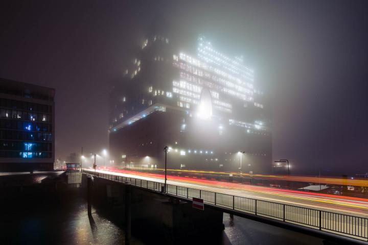 Elbphilharmonie im Nebel, Hamburg #1 | Kai-Uwe Klauss Photography