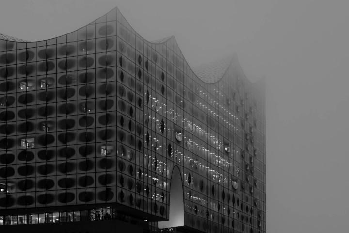 Elbphilharmonie im Nebel | Kai-Uwe Klauss Architecturephotography
