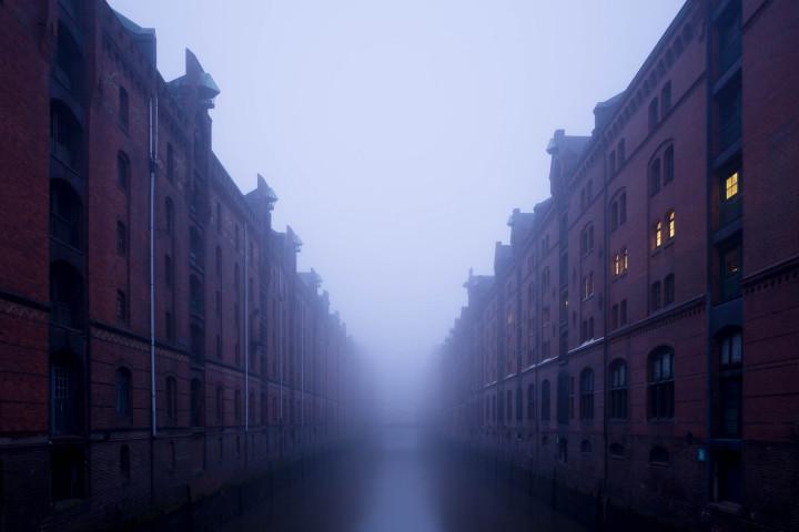 Hamburger Speicherstadt im Nebel #11 | Kai-Uwe Klauss Architecturephotography