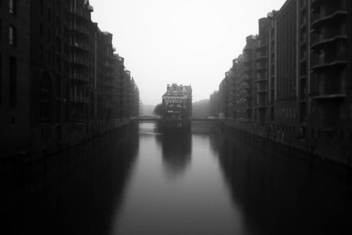 Hamburger Speicherstadt im Nebel #16 | Kai-Uwe Klauss Architecturephotography