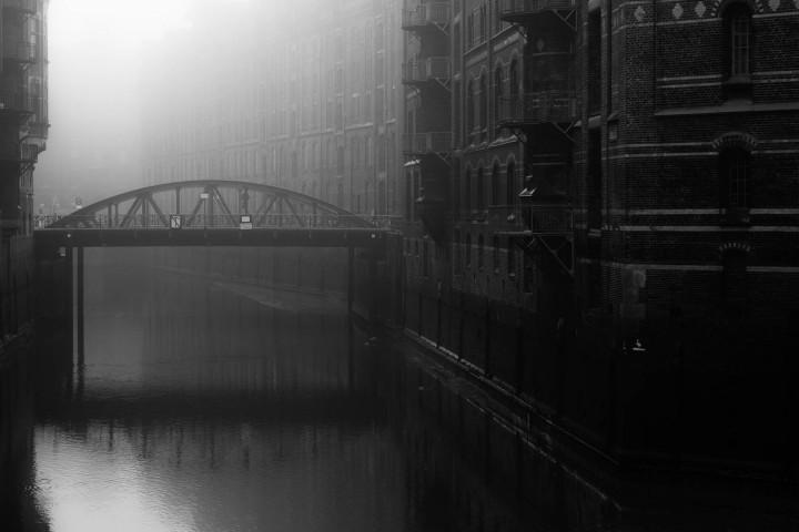 Hamburger Speicherstadt im Nebel #2 | Kai-Uwe Klauss Architecturephotography