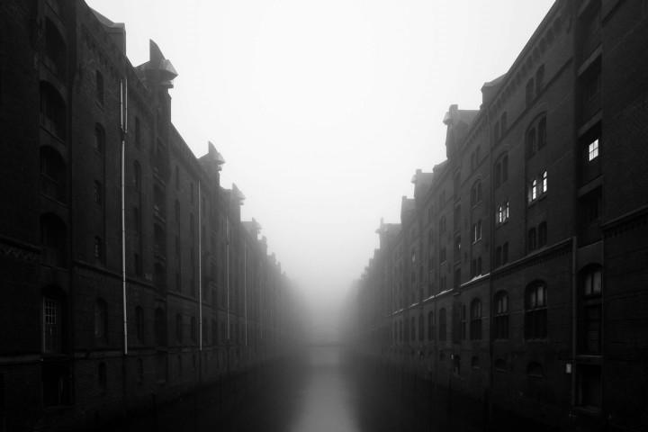 Hamburger Speicherstadt im Nebel #4 | Kai-Uwe Klauss Architecturephotography