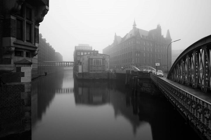 Hamburger Speicherstadt im Nebel #9 | Kai-Uwe Klauss Architecturephotography
