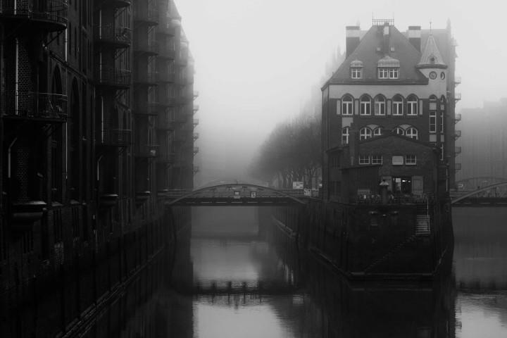 Hamburger Speicherstadt im Nebel #1 | Kai-Uwe Klauss Architecturephotography