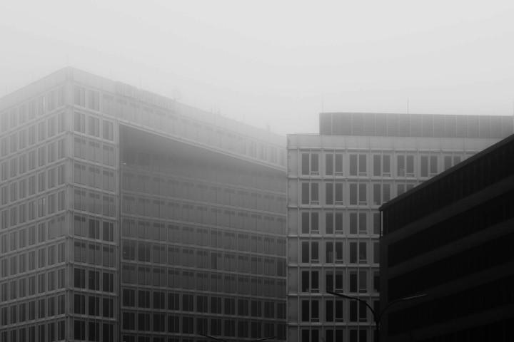 Spiegelgebäude im Nebel #1 | Kai-Uwe Klauss Architecturephotography