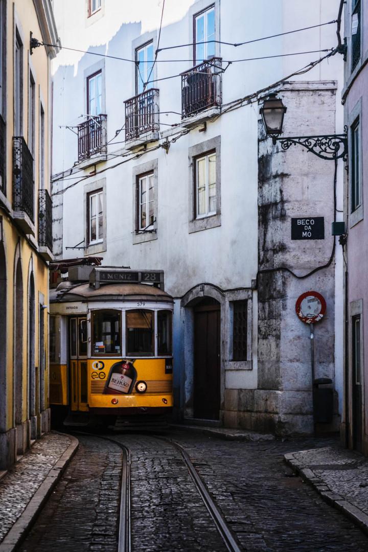 Tram, Lissabon Alfama #10 | Kai-Uwe Klauss Architecture Photography