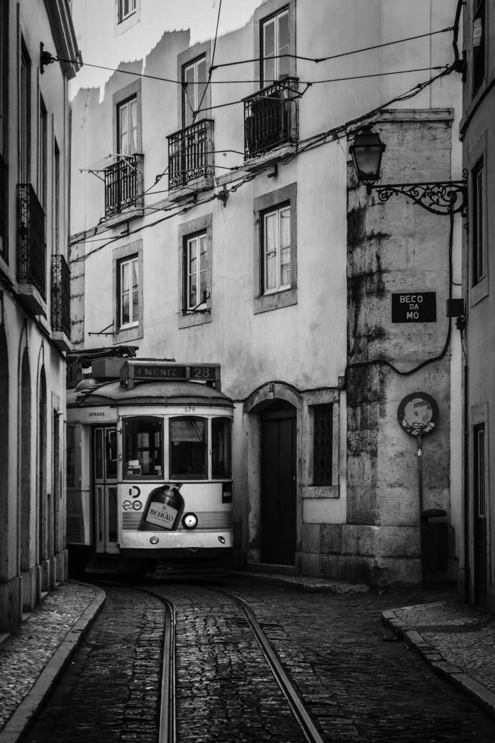 Tram, Lissabon Alfama #11 | Kai-Uwe Klauss Architecture Photography