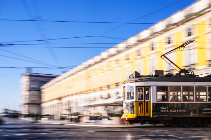 Tram auf dem Praça do Comércio, Lissabon #14 | Kai-Uwe Klauss Architecture Photography