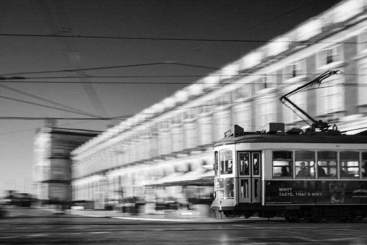 Tram auf dem Praça do Comércio, Lissabon #15 | Kai-Uwe Klauss Architecture Photography