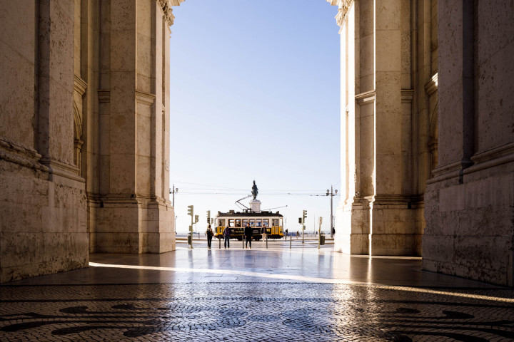 Tram auf dem Praça do Comércio, Lissabon #18 | Kai-Uwe Klauss Architecture Photography