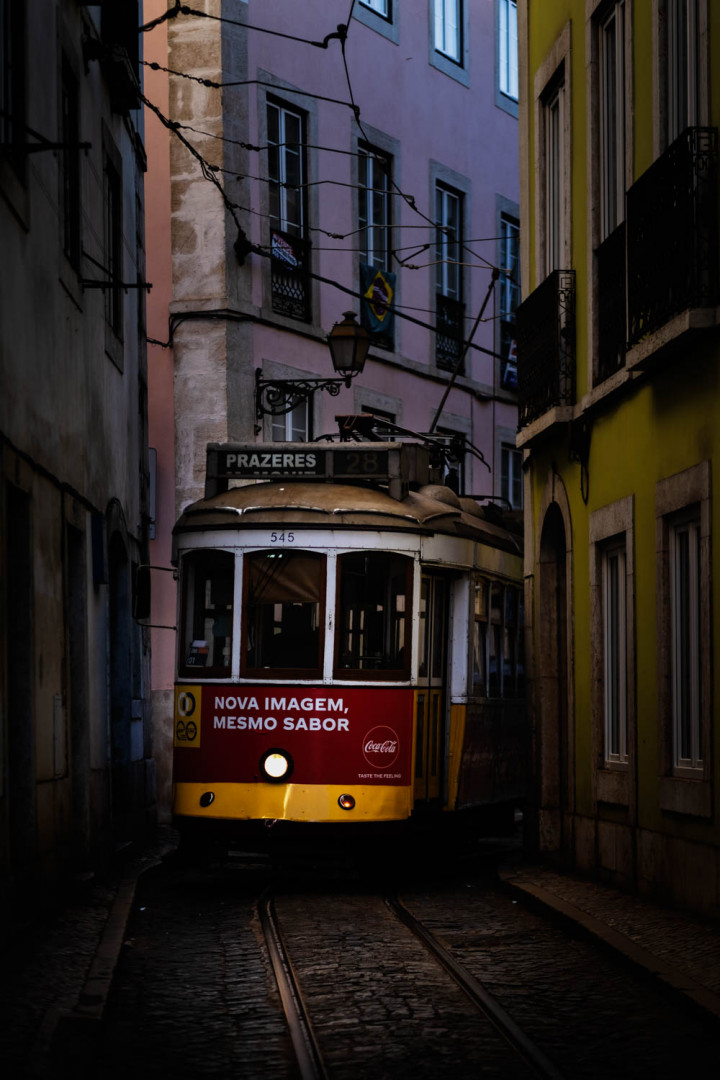 Tram, Lissabon Alfama #2 | Kai-Uwe Klauss Architecture Photography