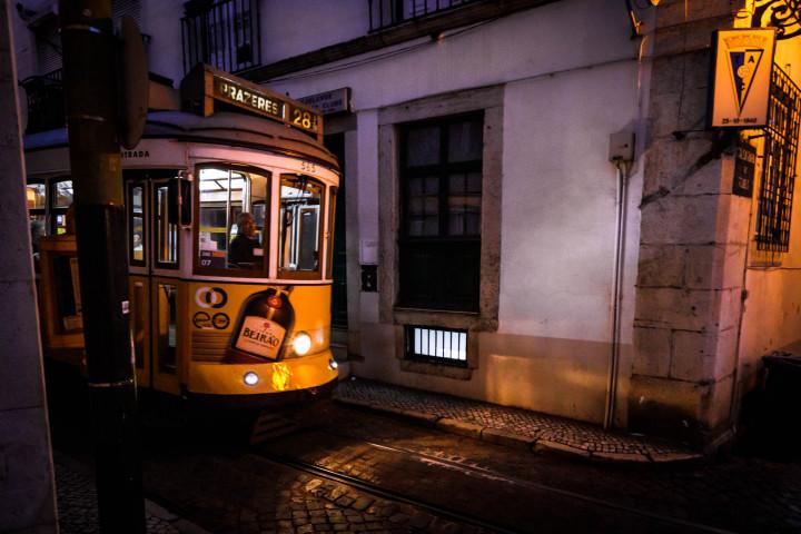 Tram, Lissabon Alfama #28 | Kai-Uwe Klauss Architecture Photography