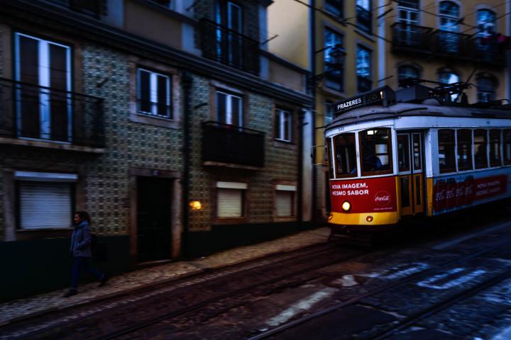 Tram, Lissabon Alfama #29 | Kai-Uwe Klauss Architecture Photography