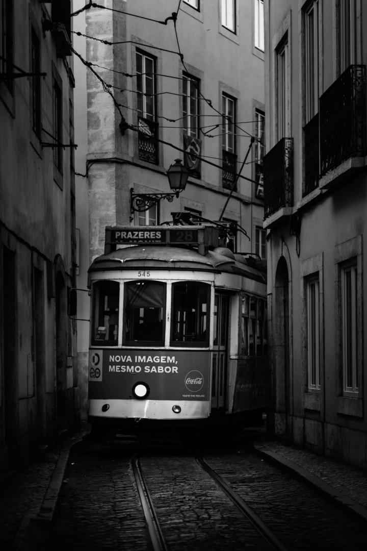 Tram, Lissabon Alfama #3 | Kai-Uwe Klauss Architecture Photography