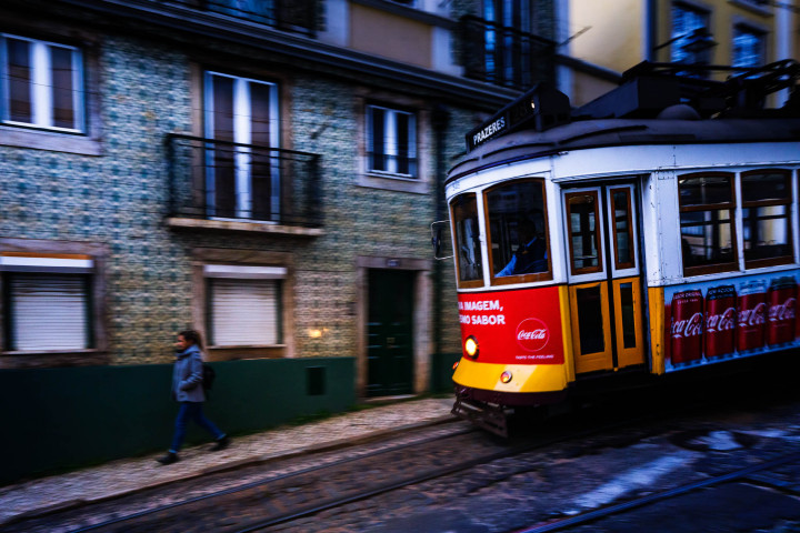 Tram, Lissabon Alfama #30 | Kai-Uwe Klauss Architecture Photography