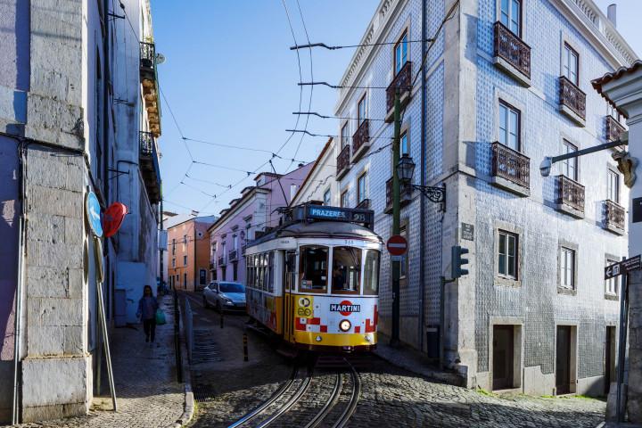 Tram, Lissabon Alfama #35 | Kai-Uwe Klauss Architecture Photography