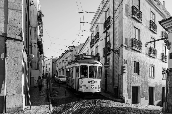 Tram, Lissabon Alfama #36 | Kai-Uwe Klauss Architecture Photography