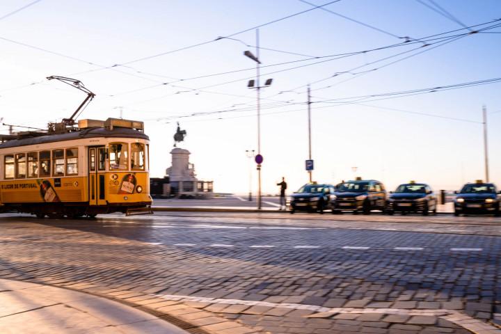 Tram auf dem Praça do Comércio, Lissabon #43 | Kai-Uwe Klauss Architecture Photography