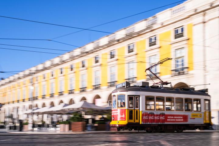 Tram auf dem Praça do Comércio, Lissabon #44 | Kai-Uwe Klauss Architecture Photography