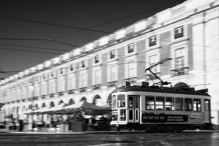Tram auf dem Praça do Comércio, Lissabon #45 | Kai-Uwe Klauss Architecture Photography