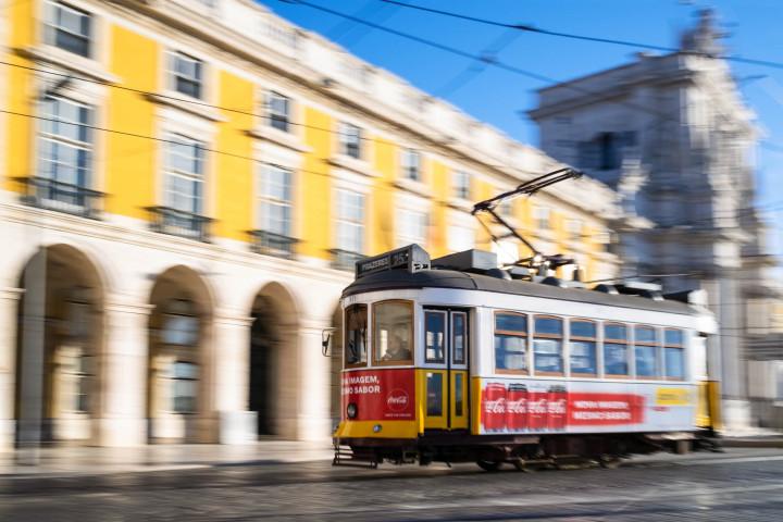 Tram auf dem Praça do Comércio, Lissabon #46 | Kai-Uwe Klauss Architecture Photography