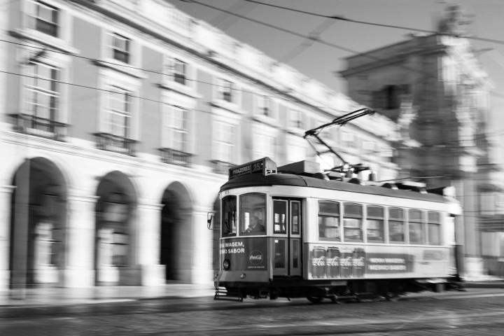 Tram auf dem Praça do Comércio, Lissabon #47 | Kai-Uwe Klauss Architecture Photography