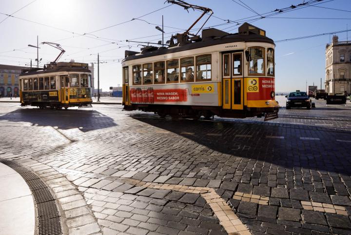 Tram auf dem Praça do Comércio, Lissabon #5 | Kai-Uwe Klauss Architecture Photography