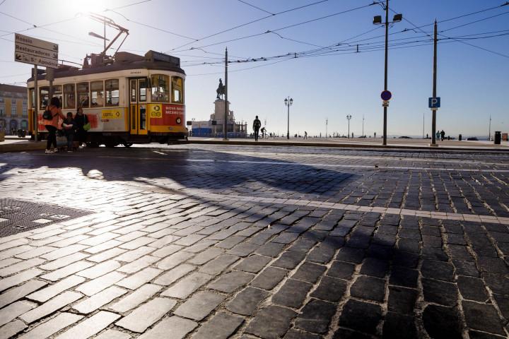Praça do Comércio, Tram, Lissabon #50 | Kai-Uwe Klauss Architecture Photography