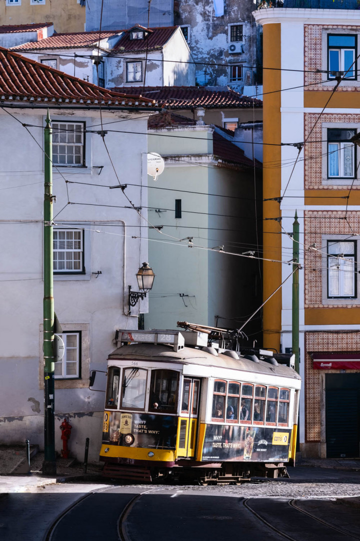 Tram, Lissabon Alfama #6 | Kai-Uwe Klauss Architecture Photography