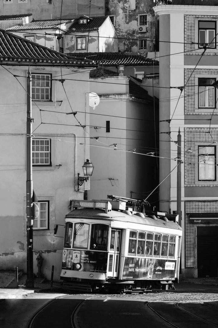 Tram, Lissabon Alfama #7 | Kai-Uwe Klauss Architecture Photography