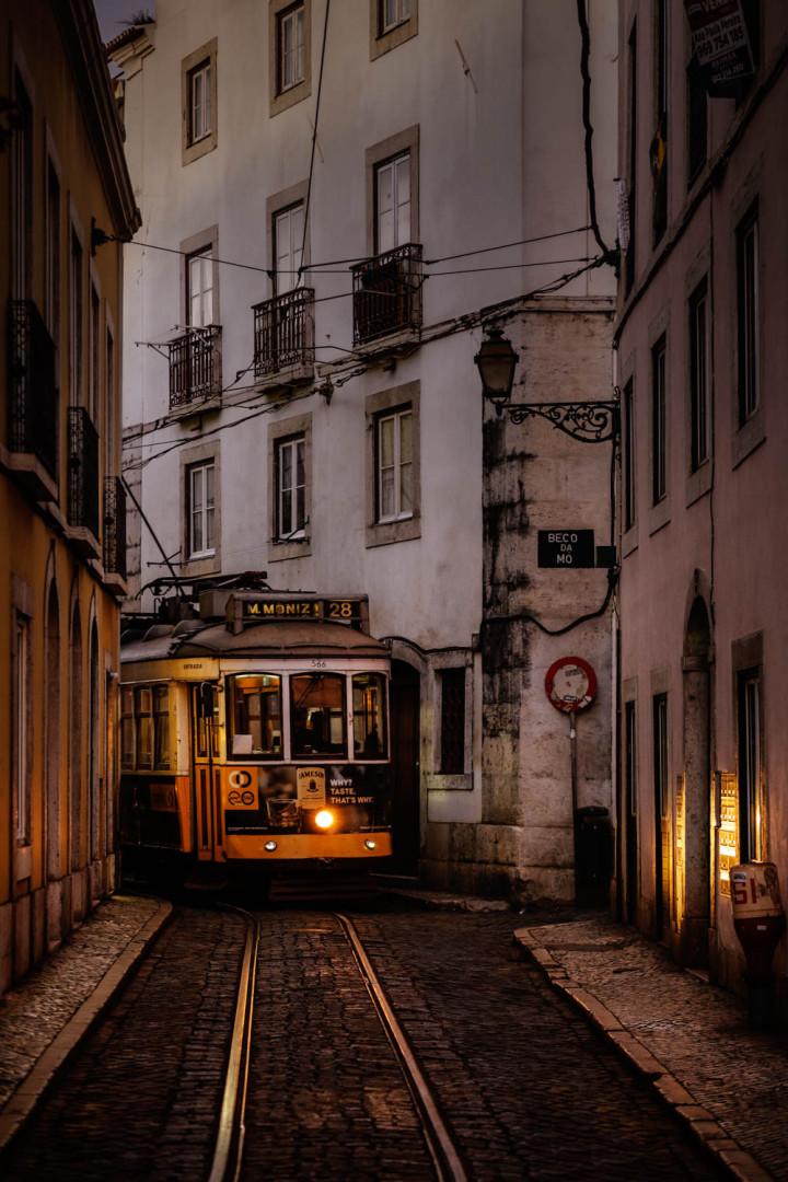 Tram, Lissabon Alfama #8 | Kai-Uwe Klauss Architecture Photography
