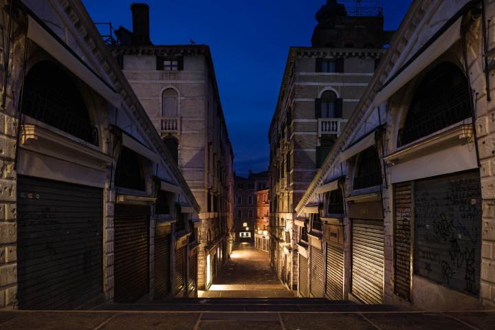 Morgens auf der Rialto-Brücke, Venedig #34 | Kai-Uwe Klauss Architekturfotografie