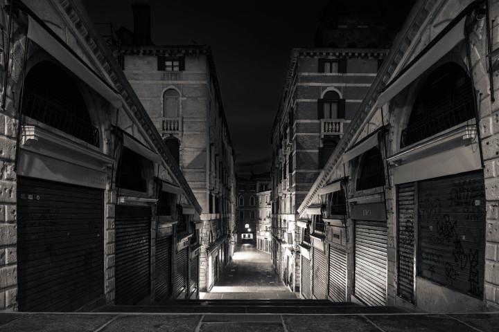 Morgens auf der Rialto-Brücke, Venedig #33 | Kai-Uwe Klauss Architekturfotografie